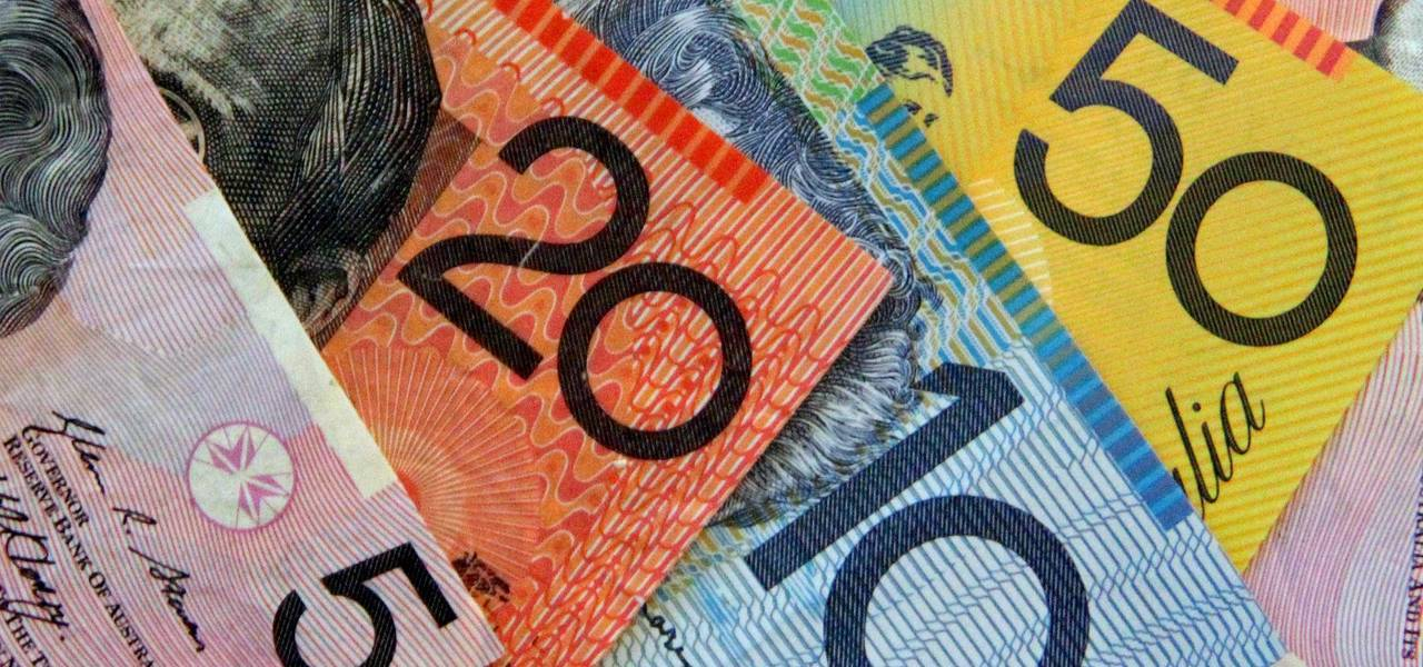 Australian dollar sags on trade balance data