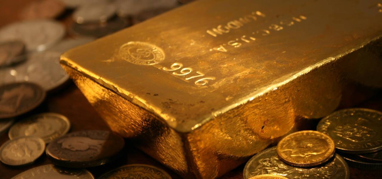 Gold jumps in Asia on moderately dovish Fed minutes