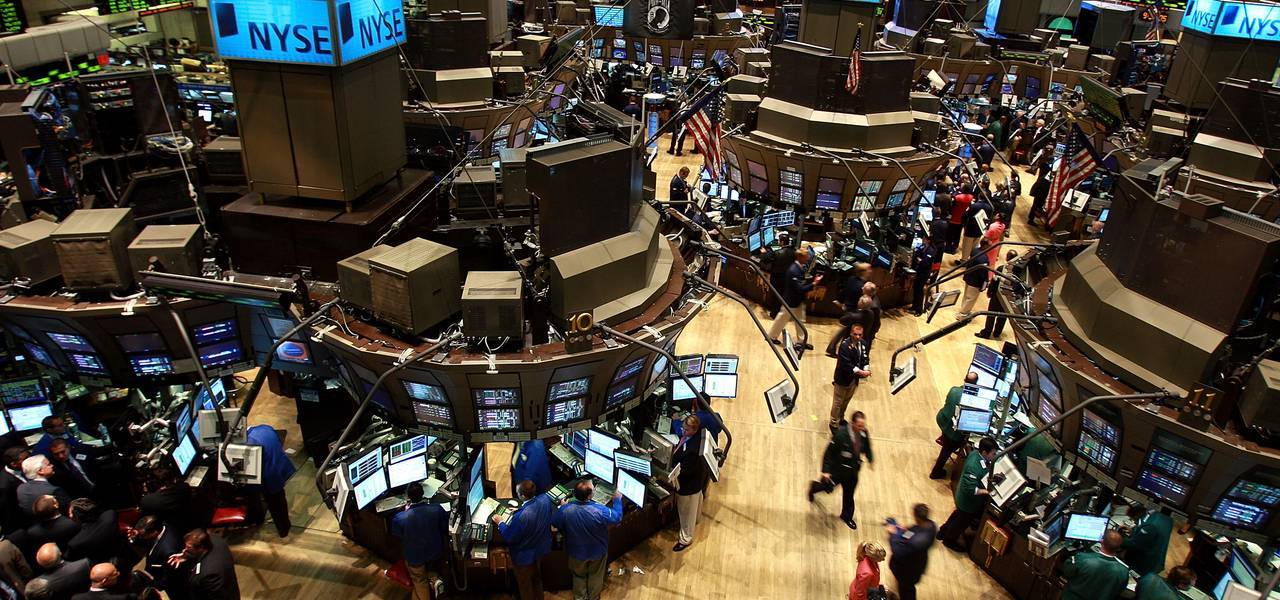 Wall Street tumbles, geopolitical risks weigh ahead of revenues