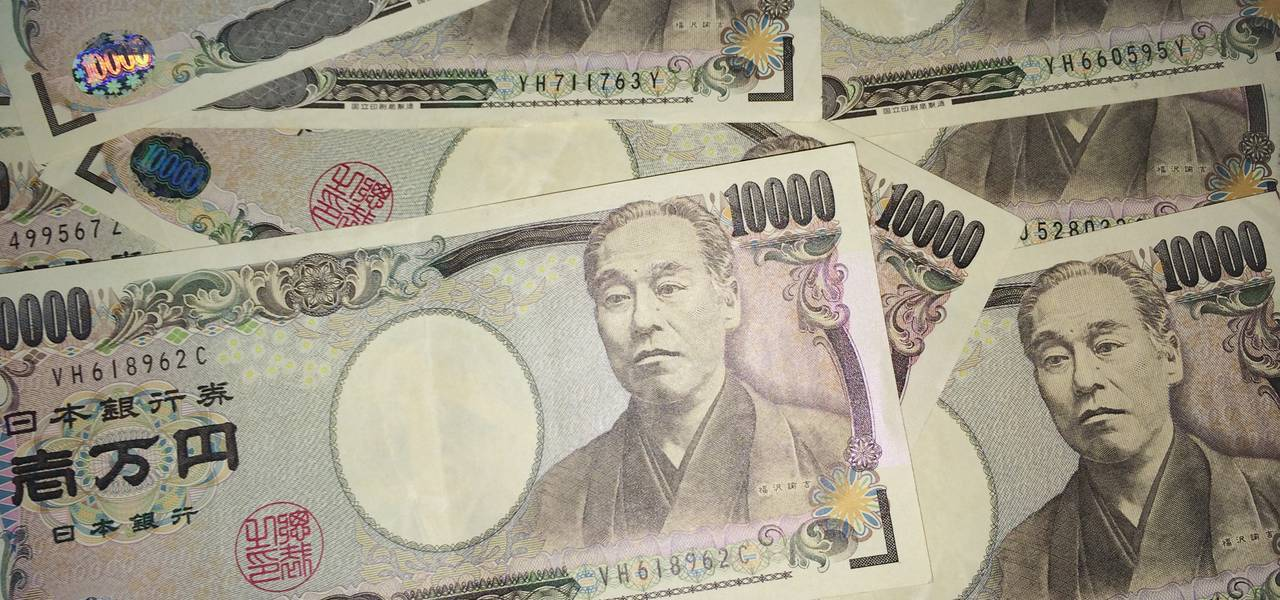 Japanese yen rebounds steeply as traders look for safe-haven