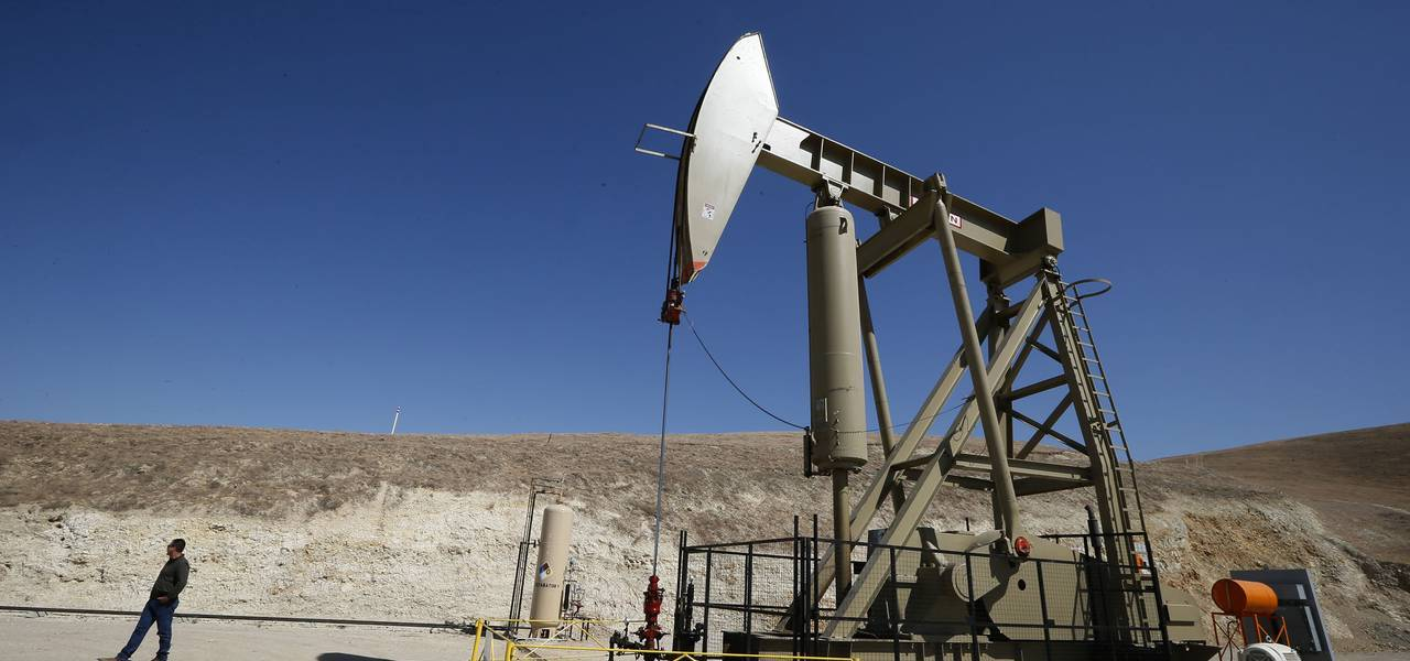 Crude holds revenues above $58 as American drillers pause rig expansion