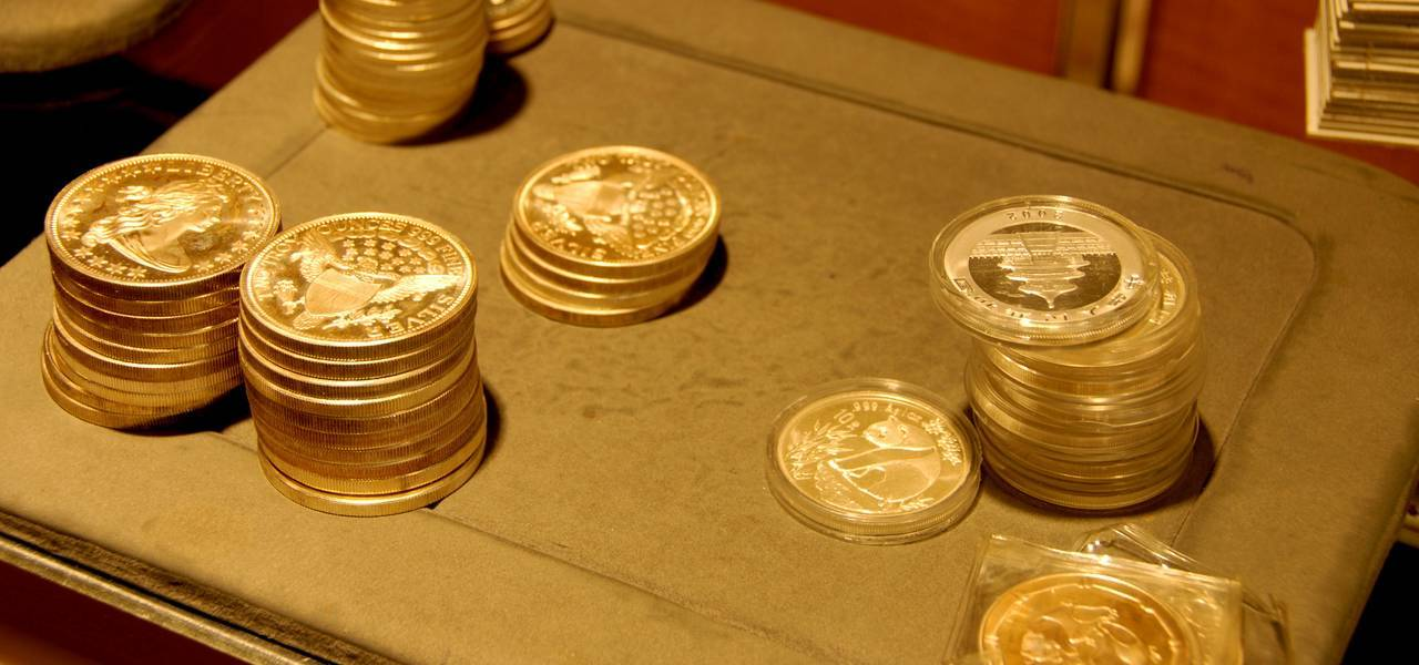 Gold goes down, rebounding from 2-1/2 week maximums