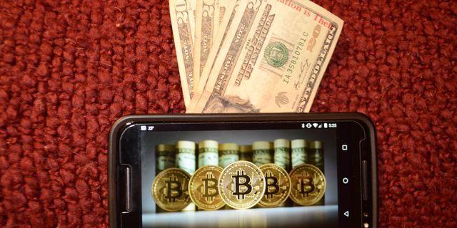 Bitcoin overleaps $10K, although surge seems weak