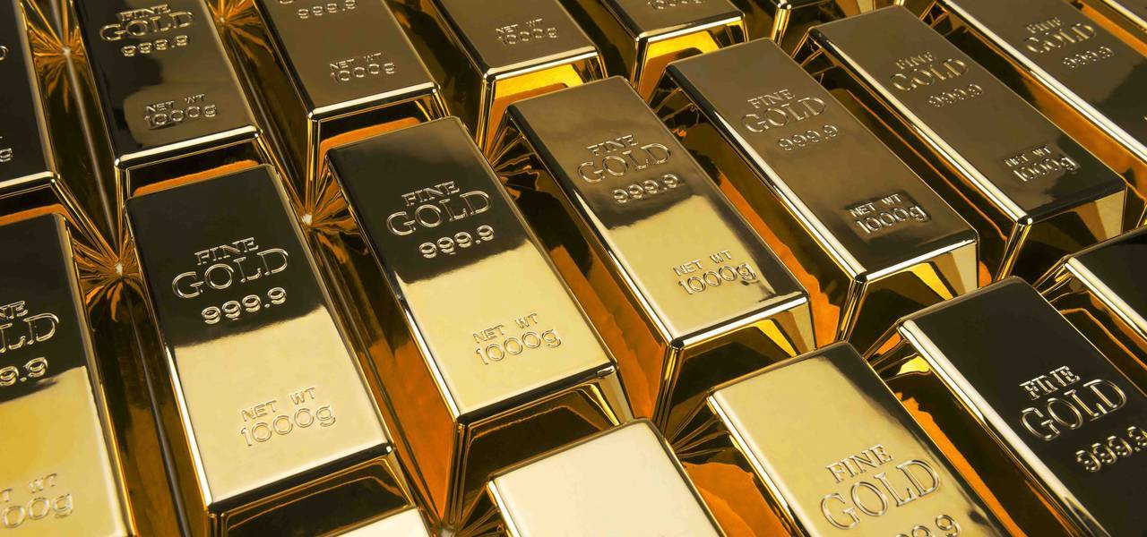 Gold edges up as trade feud fears put pressure