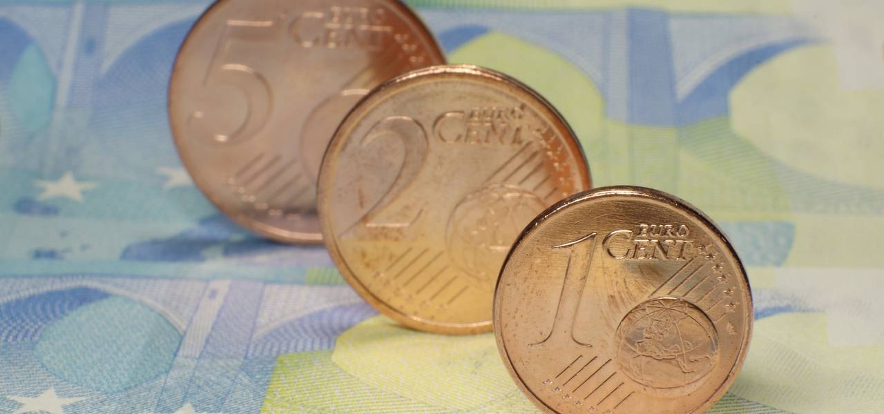 Euro strengthens versus greenback on optimistic comments of Draghi