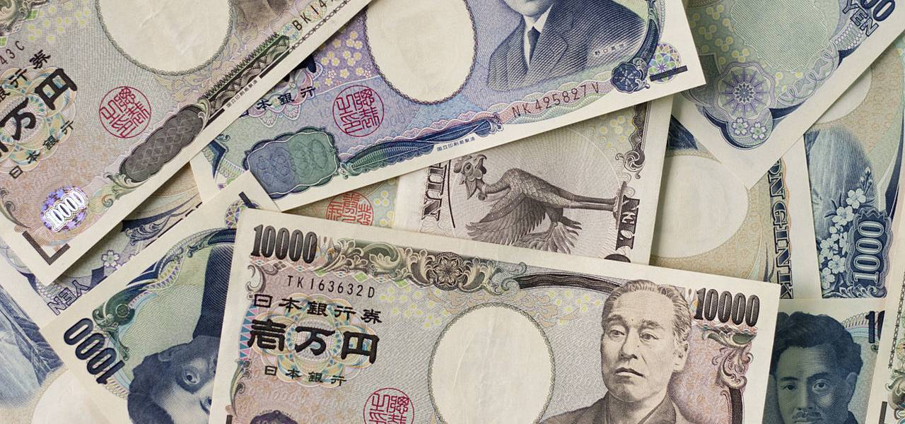 Japanese yen drifts away from two-week maximum