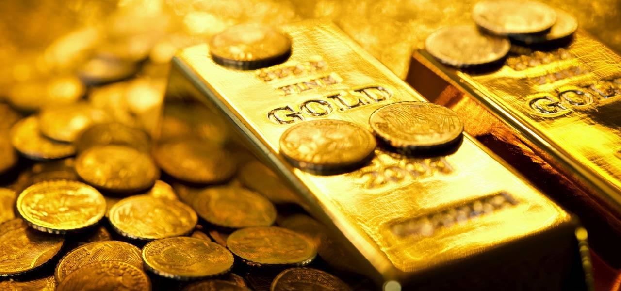 Gold edges up on diving greenback