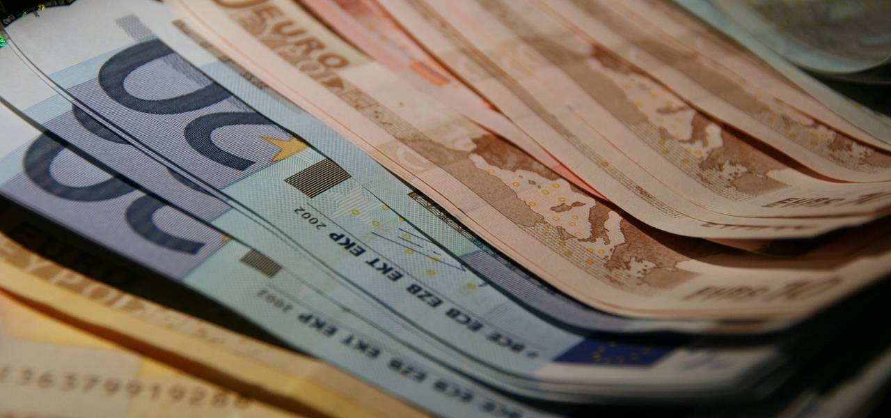 Euro hits 3-day maximum on trade talk expectations