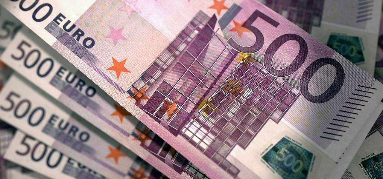 Common currency ascends ahead of euro zone data