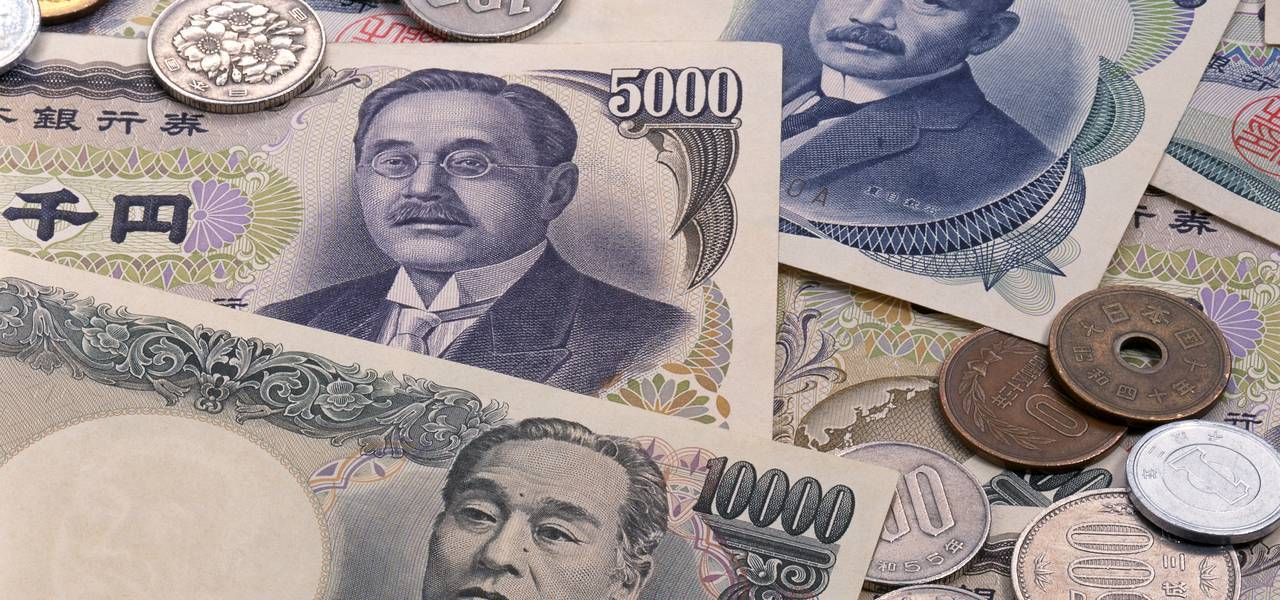 Yen moves down on China trade data