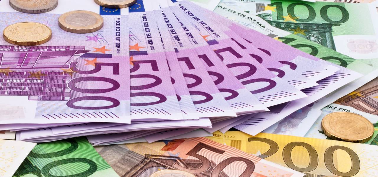 Euro reaches session peaks on hawkish Draghi remarks