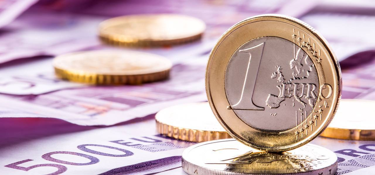 Euro descends from 14-month peaks with ECB meeting in focus