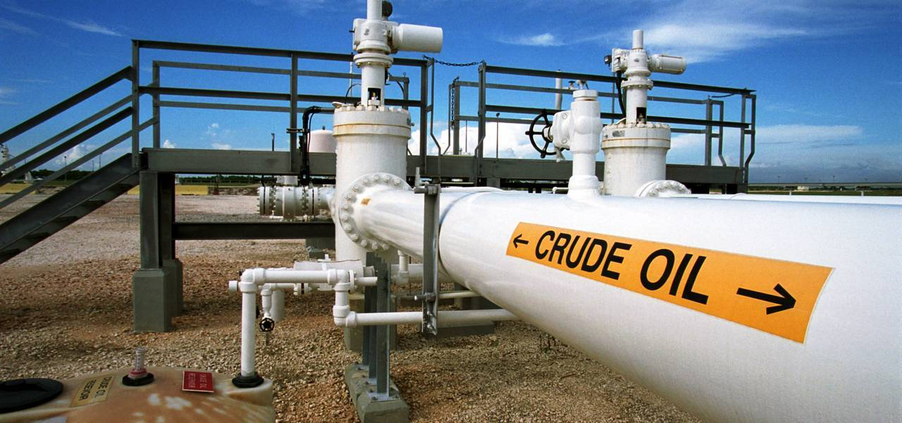 Crude prices hover close to eight-week maximums on lower US stocks