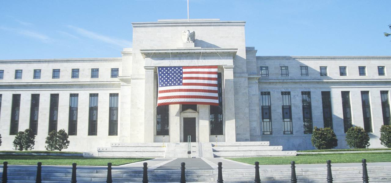 Volatile Monday: Fed and RBNZ cut interest rates