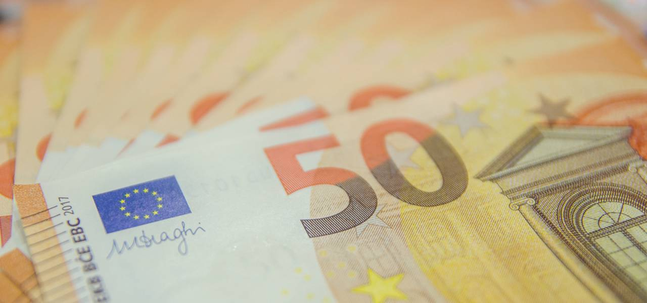 EUR/USD remains in a range