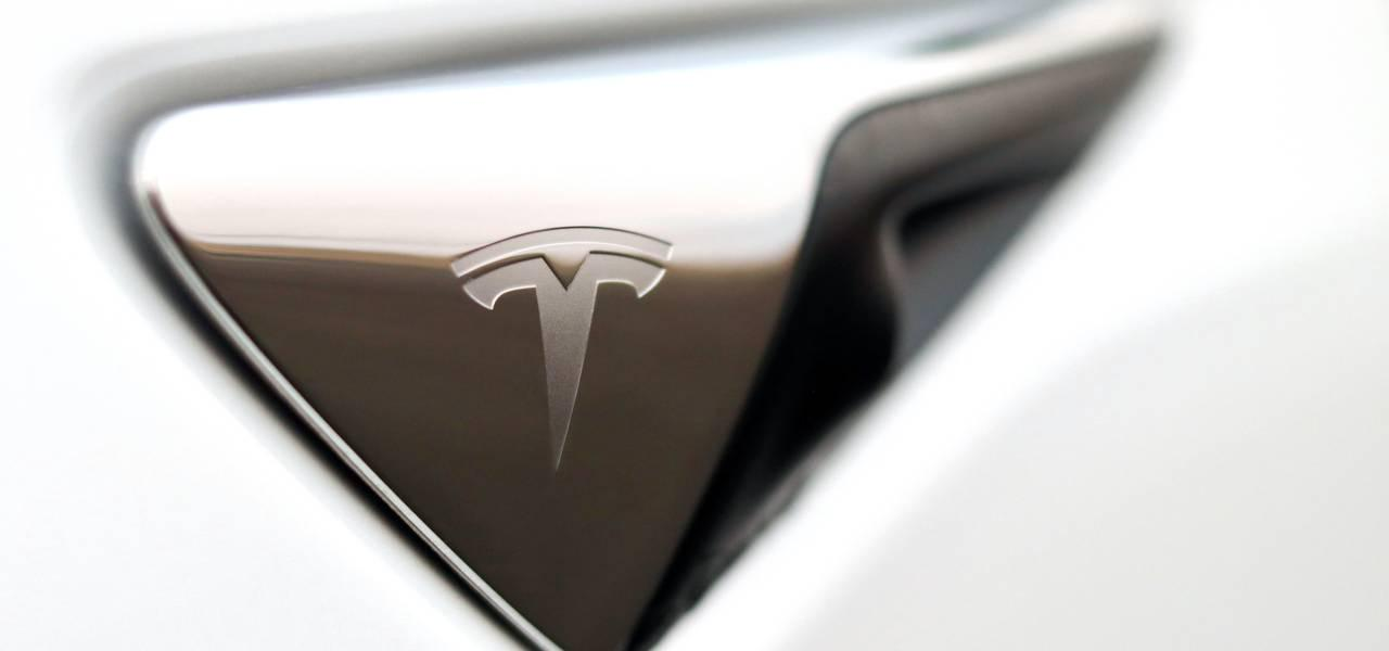 TESLA: Q3 report coming - how do we trade it?