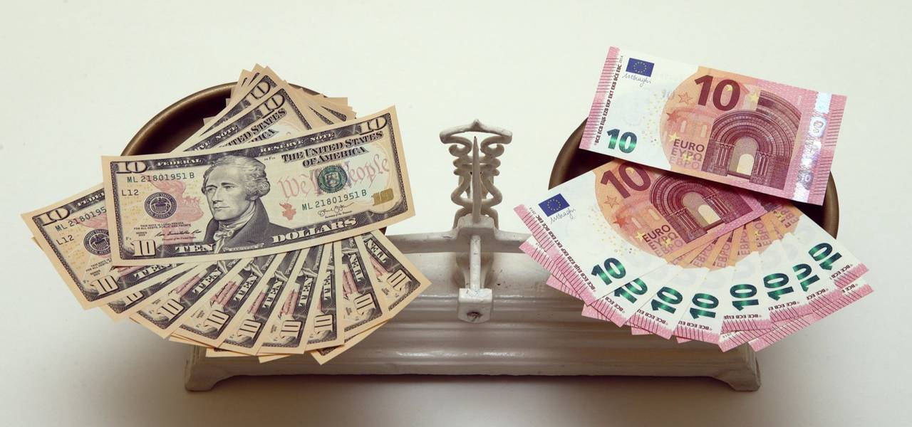 Are there any chances for EUR/USD to overcome 1.23?
