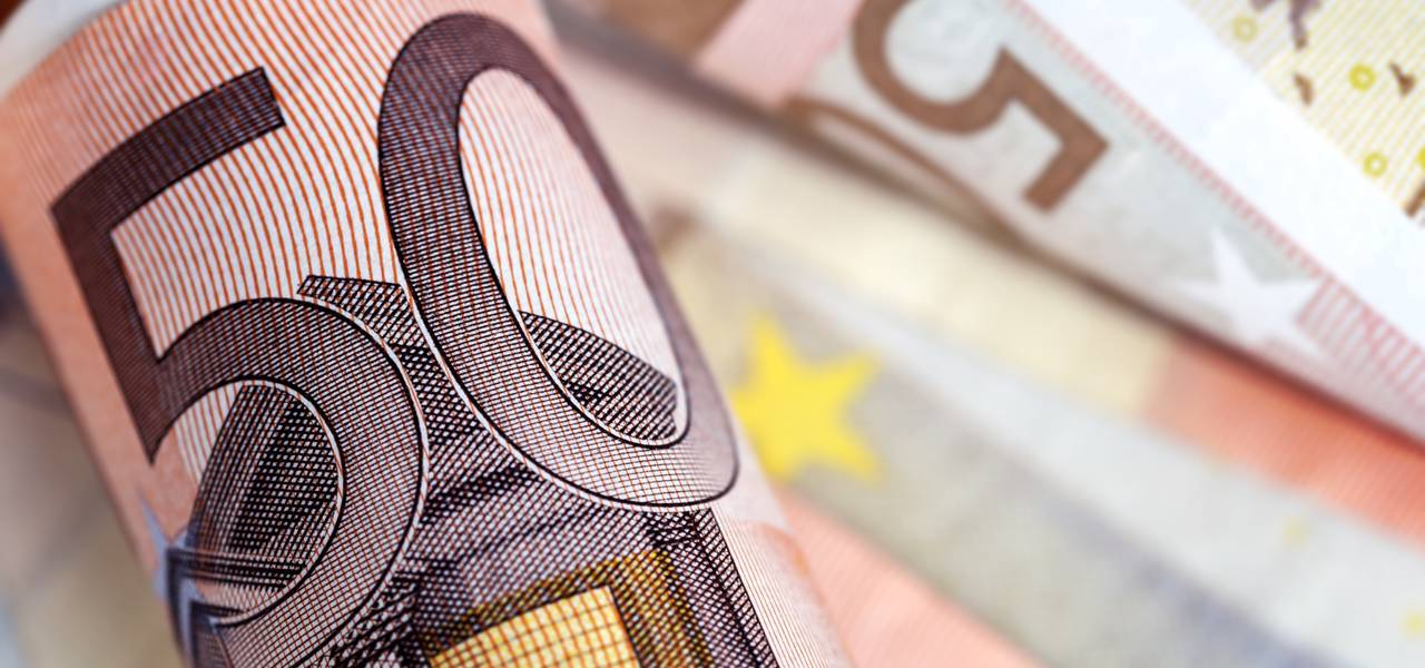 "EUR/USD: ""V-Top"" led to decline"