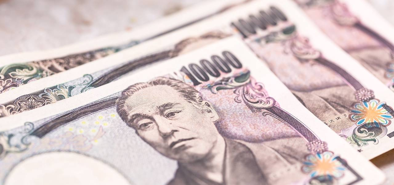 USD/JPY: market consolidating between Moving Averages